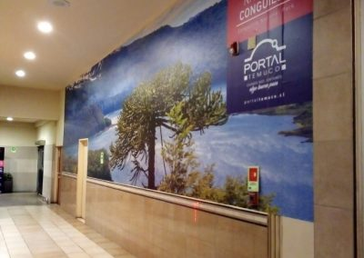 impresion e instalacion grafica adhesiva en mall